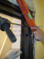 Крепление угла металлической двери